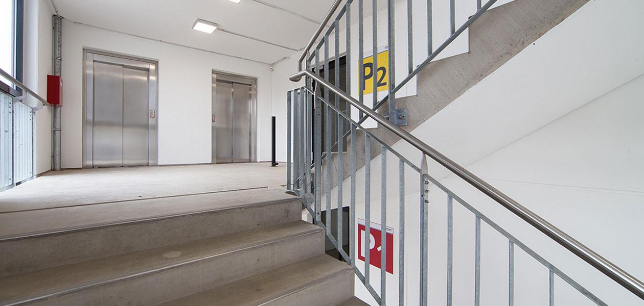 Treppenhaus im Parkhaus Universitätsklinikum Jena